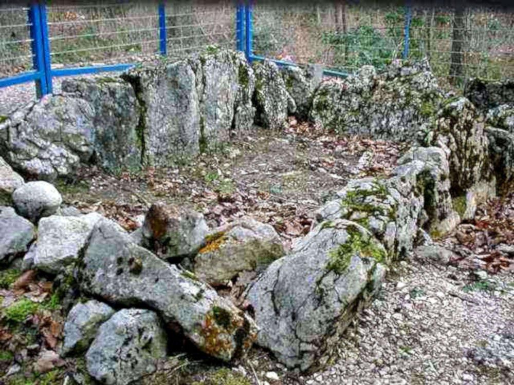 aesch dolmen