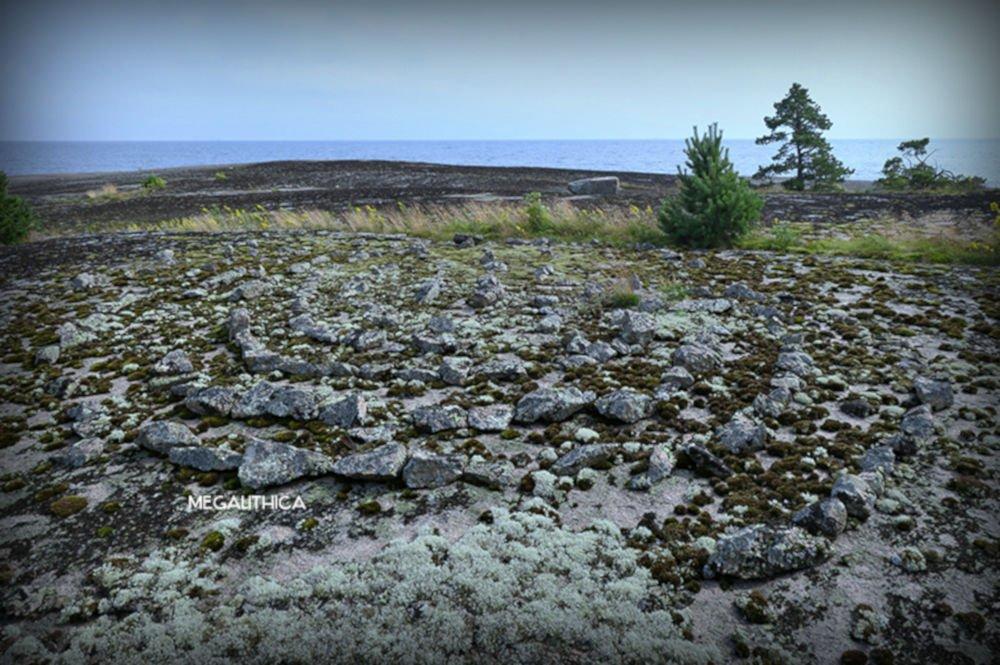 Labyrinth on Otradny Island