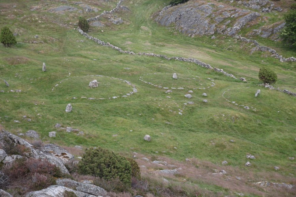 pilane burial field