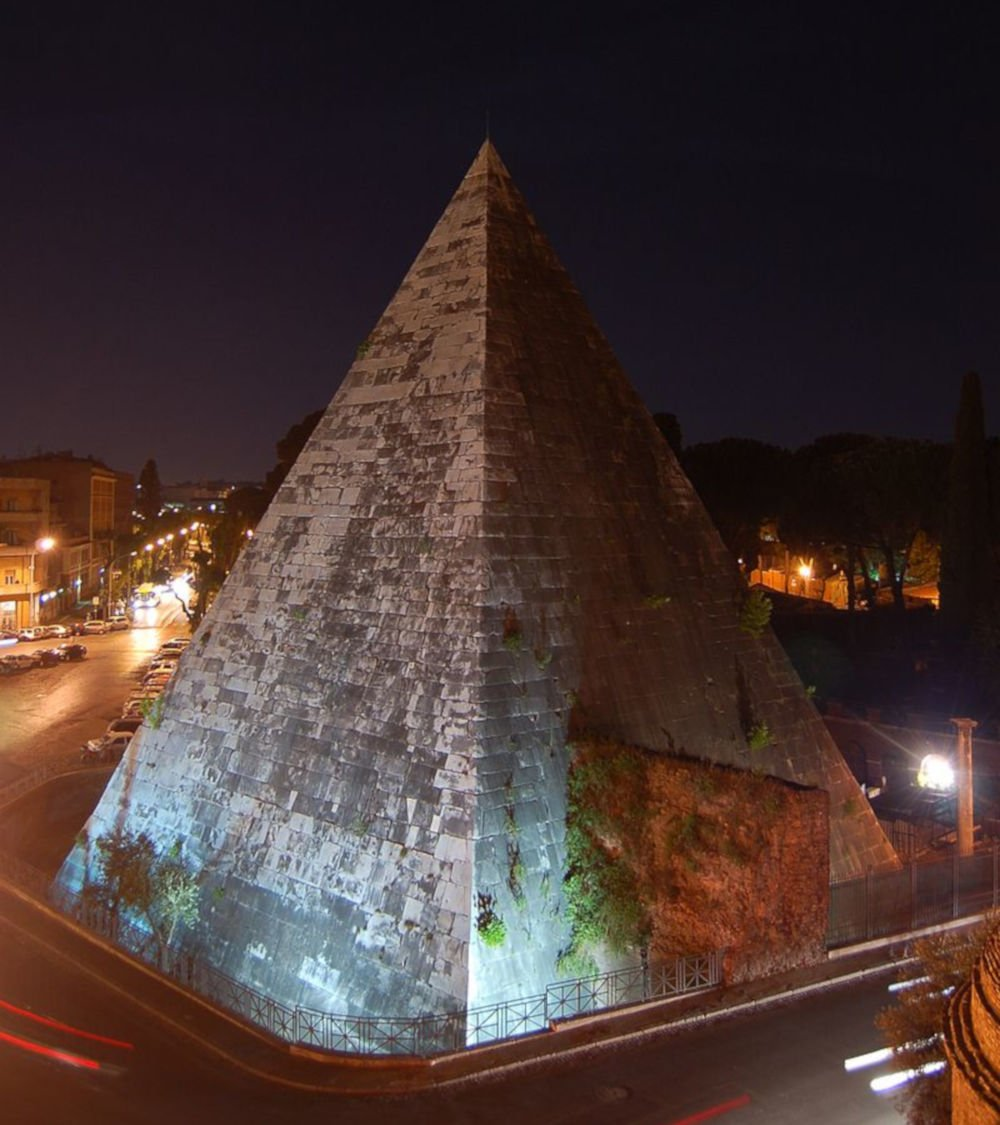 cestia pyramid