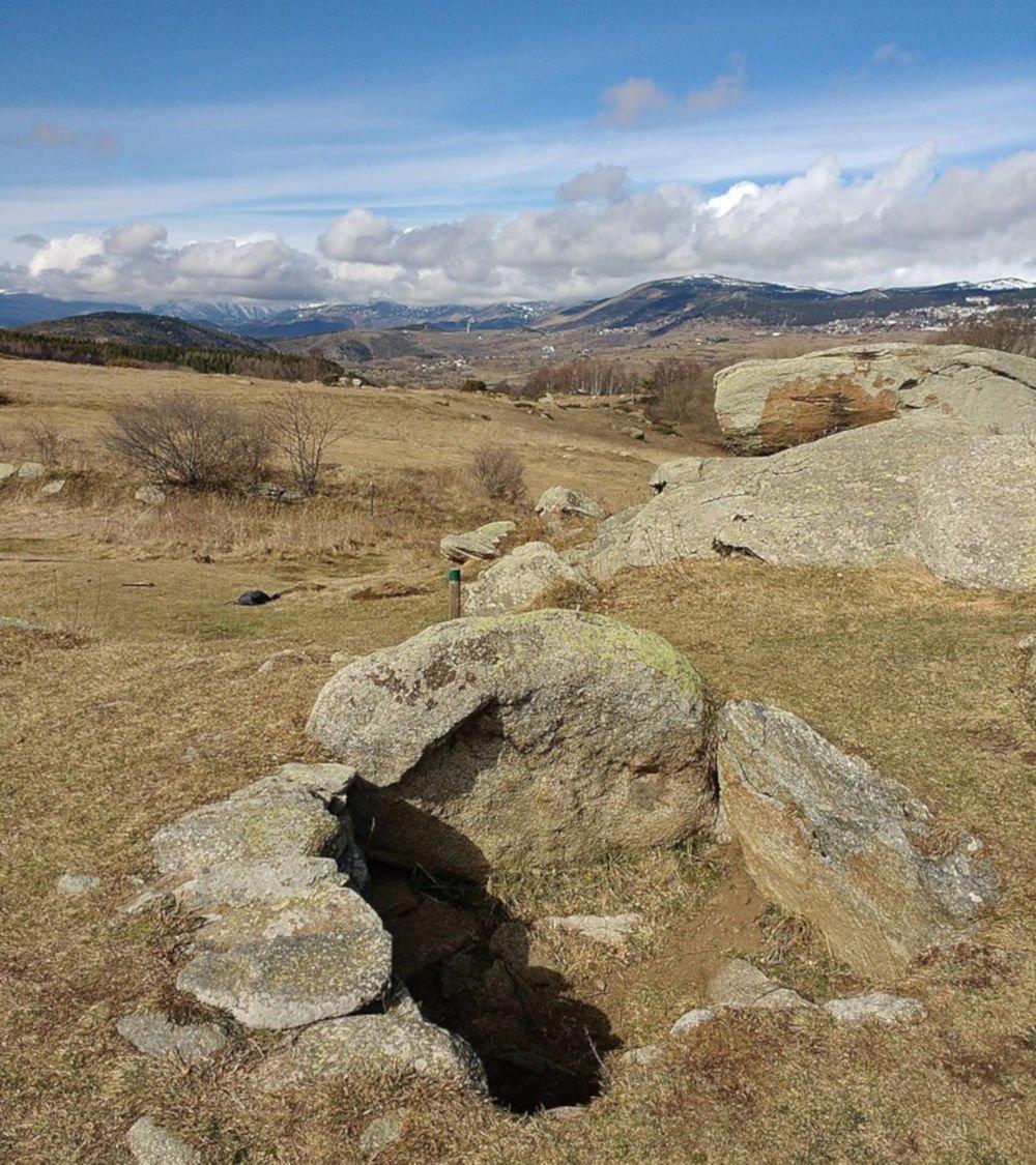 dolmen of lo pou