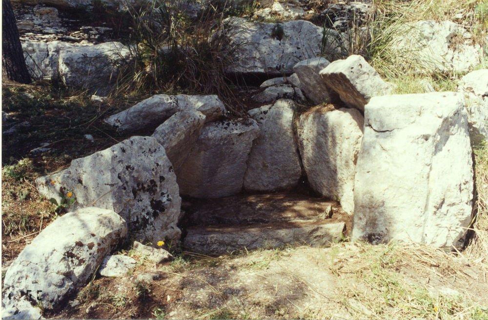 Cava dei Servi dolmen