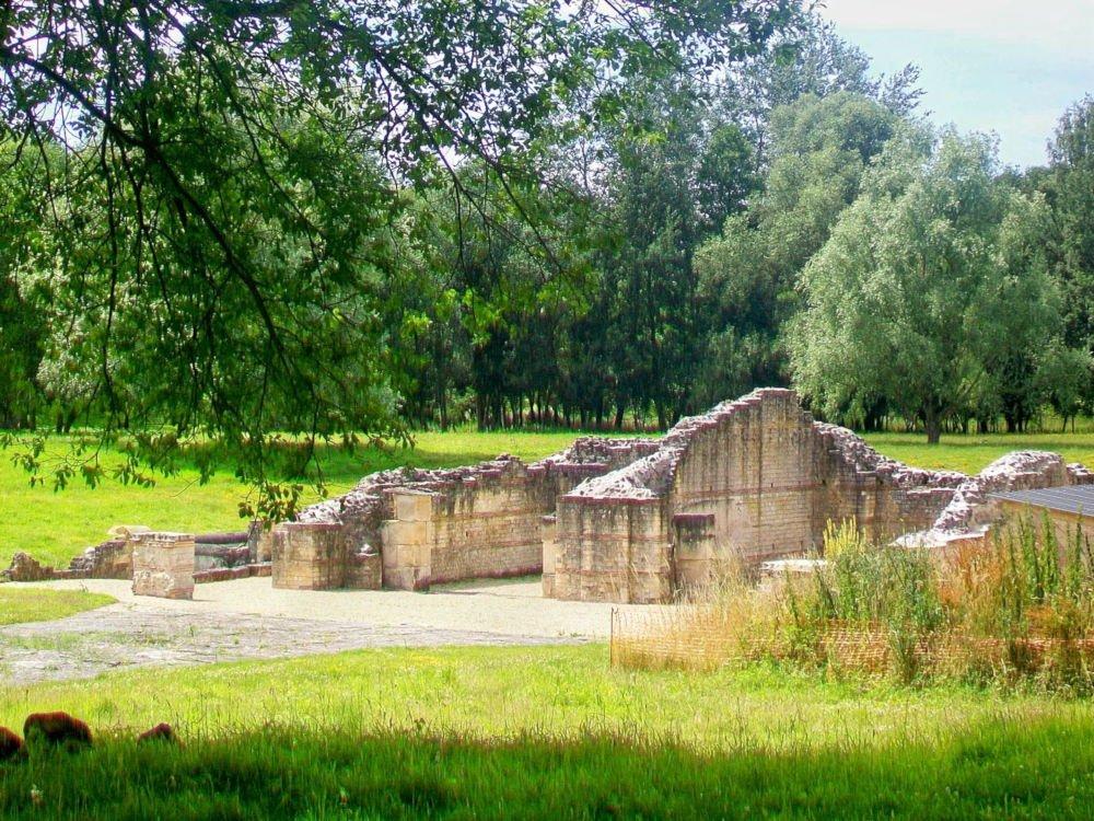 Gallo-Roman temple in Genainville