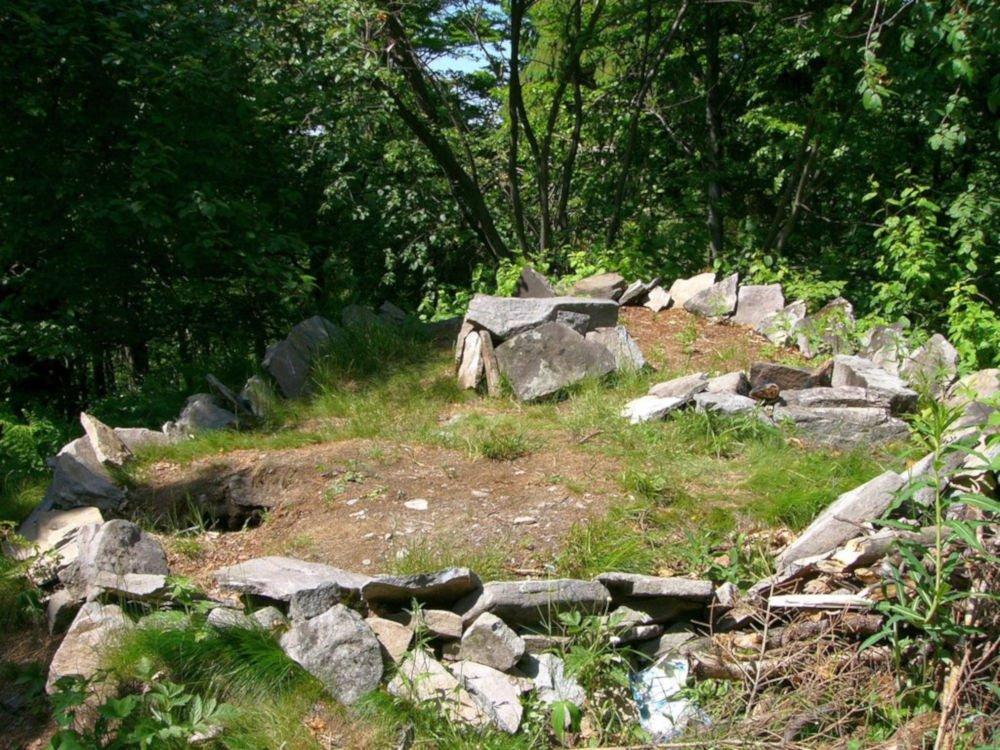 Velestúr megalithic site